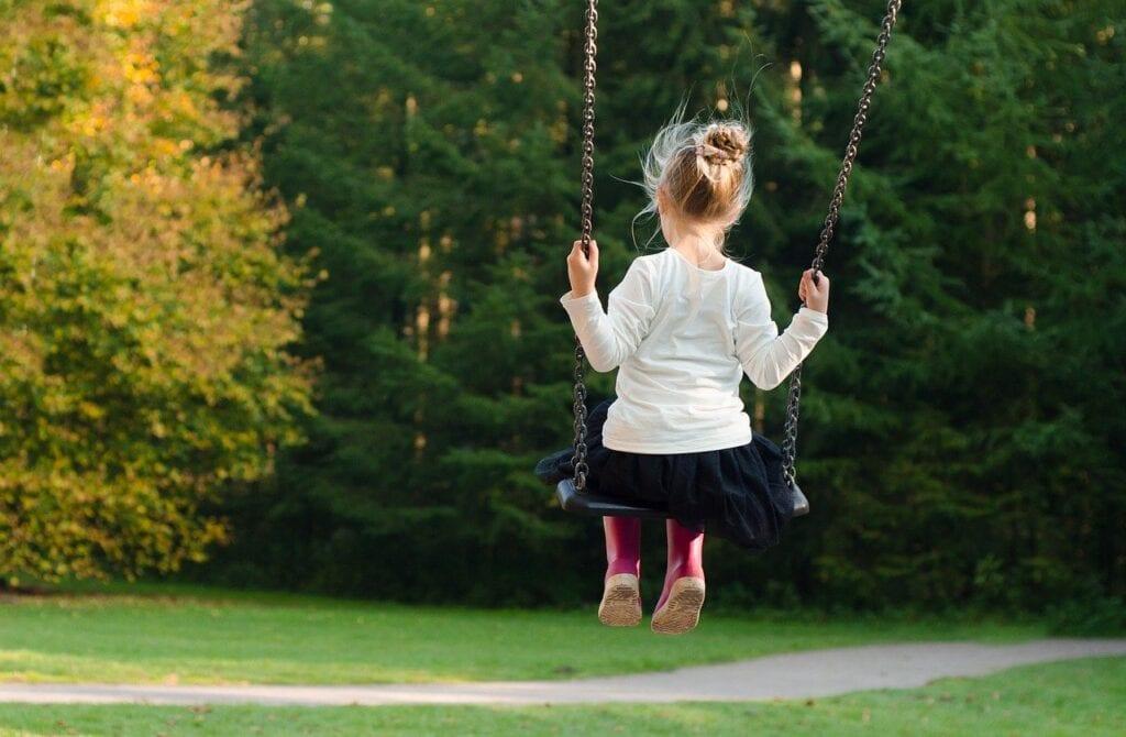 girl-swinging